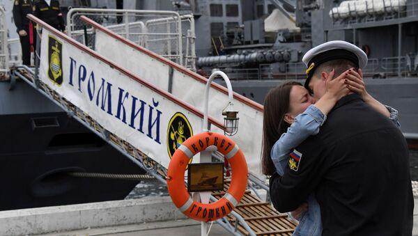Встреча отряда боевых кораблей  Громкий и Совершенный во Владивостоке - Sputnik Mundo