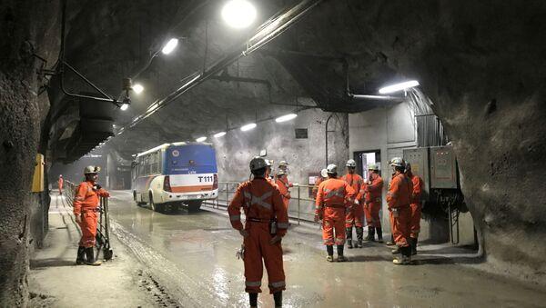 Trabajadores en la minera estatal chilena Corporación del Cobre (Codelco) - Sputnik Mundo