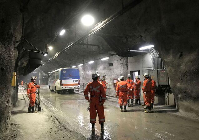 Trabajadores en la minera estatal chilena Corporación del Cobre (Codelco)