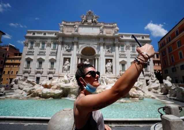 Una mujer en Roma, Italia