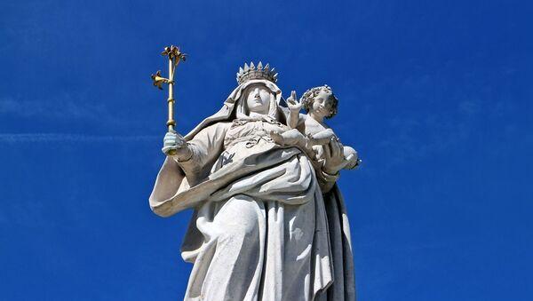 La estatua de la Virgen María con Jesús - Sputnik Mundo