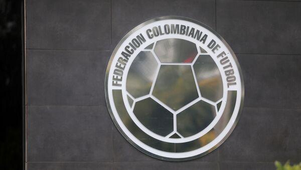 Escudo de la Federación Colombiana de Fútbol en su sede - Sputnik Mundo