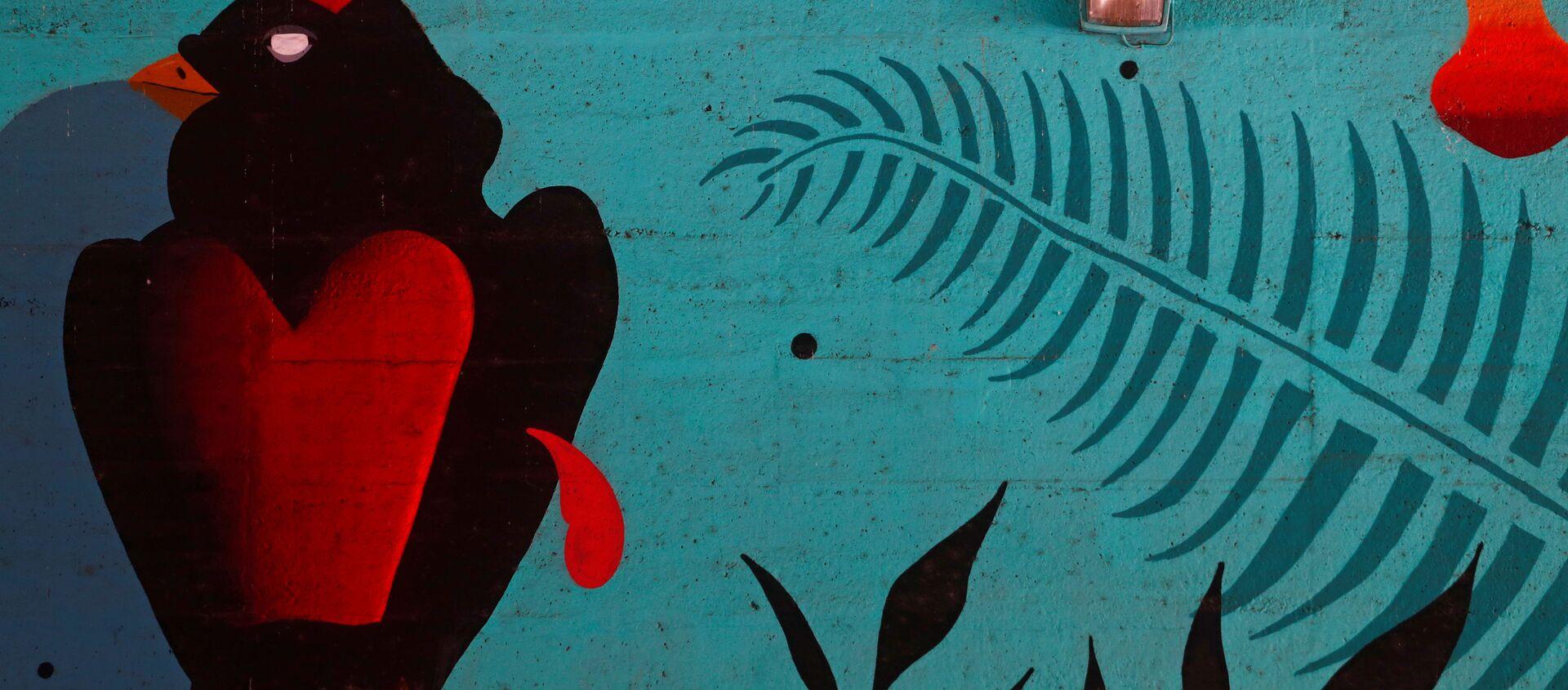 Un hombre en mascarilla pasa al lado de un muro con graffiti en Madrid - Sputnik Mundo, 1920, 28.06.2020