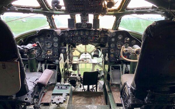 Estado actual de la cabina de pilotos del Tu-104 en Berdsk - Sputnik Mundo