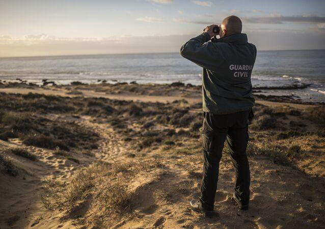 Un agente de la Guardia Civil española