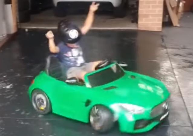 Un niño deja a todos boquiabiertos con sus habilidades como 'drifter'