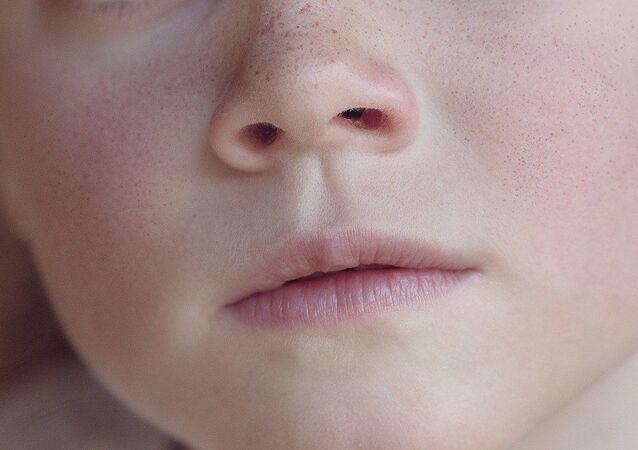 La cara de una niña