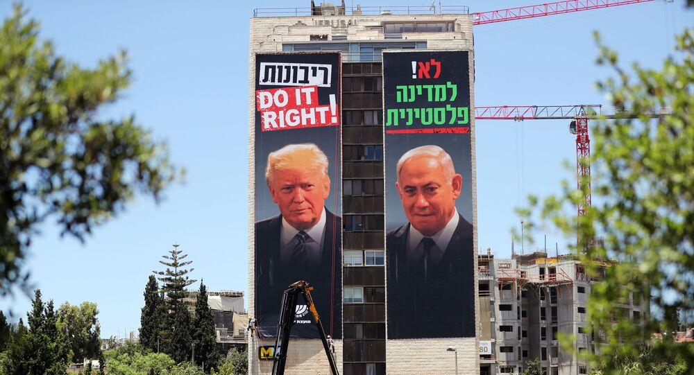 Un cartel con rostros del presidente de EEUU, Donald Trump, y el primer ministro israelí, Benjamín Netanyahu