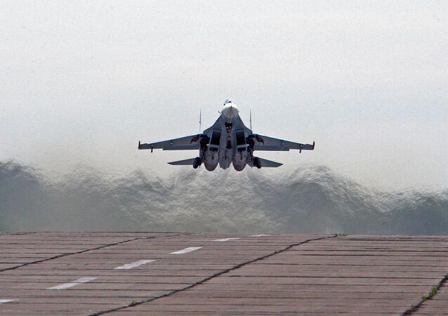 El avión de caza ruso Sukhoi Su-27