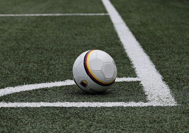 Una cancha de fútbol, referencial