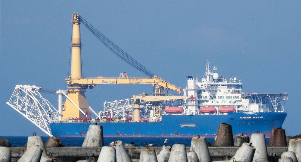El buque Akademik Cherski que debe completar la tubería en Alemania