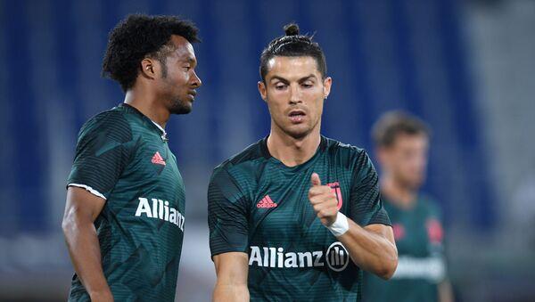 Futbolistas de la Juventus, Cristiano Ronaldo (derecha) y Juan Cuadrado (izquierda) - Sputnik Mundo