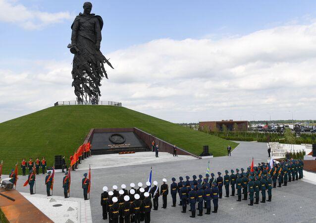 Los presidentes de Rusia y Bielorrusia, Vladímir Putin y Alexandr Lukashenko, inauguraron un monumento al soldado soviético cerca de la ciudad rusa de Rzhev