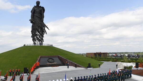 Los presidentes de Rusia y Bielorrusia, Vladímir Putin y Alexandr Lukashenko, inauguraron un monumento al soldado soviético cerca de la ciudad rusa de Rzhev - Sputnik Mundo