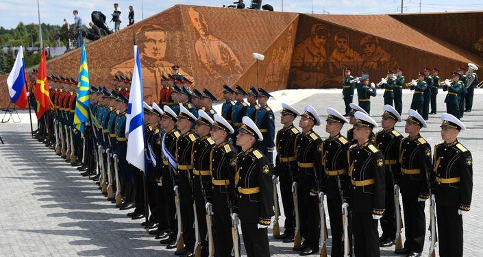 Ceremonia de la inauguración de un monumento al soldado soviético cerca de la ciudad rusa de Rzhev