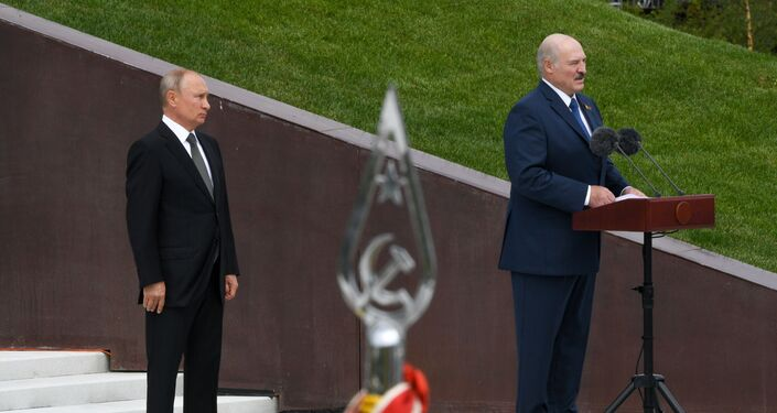 Los presidentes de Rusia y Bielorrusia, Vladímir Putin y Alexandr Lukashenko, inauguran un monumento al soldado soviético cerca de la ciudad rusa de Rzhev