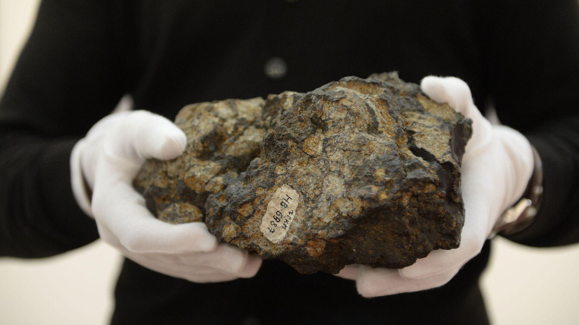 Una pieza del meteorito - Sputnik Mundo, 1920, 17.04.2021