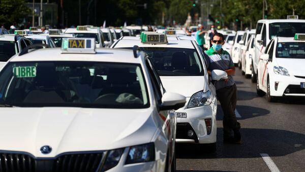 Manifestación en coche de taxistas en Madrid - Sputnik Mundo
