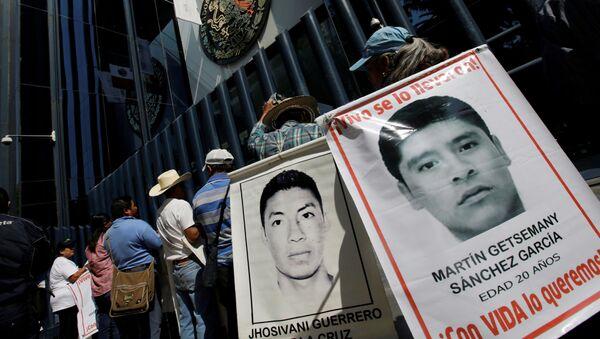Retratos de los estudiantes desaparecidos de la escuela normal de Ayotzinapa - Sputnik Mundo