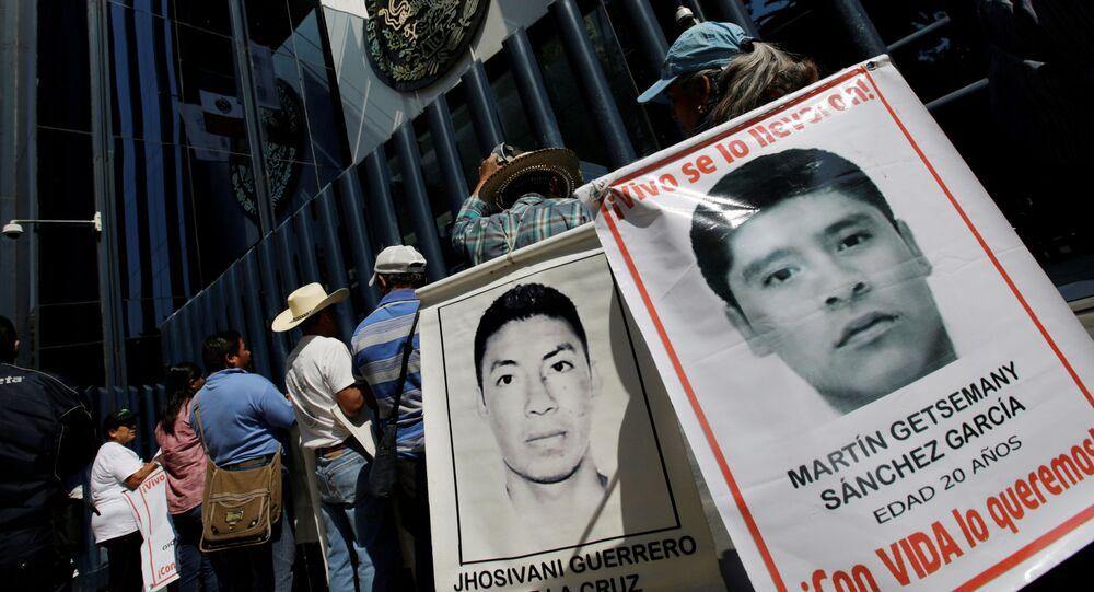Retratos de los estudiantes desaparecidos de la escuela normal de Ayotzinapa