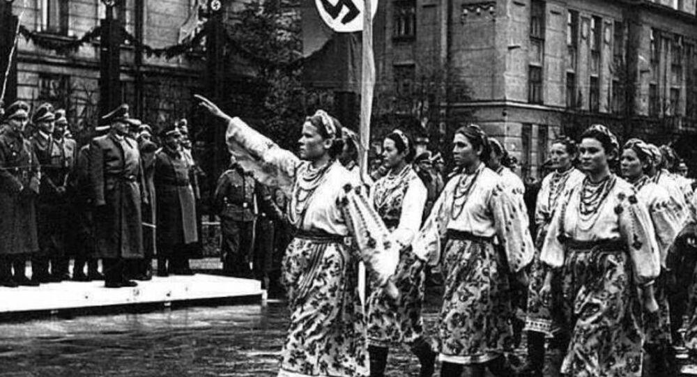 Marcha de nacionalistas ucranianos durante la ocupación nazi de Ucrania (archivo)