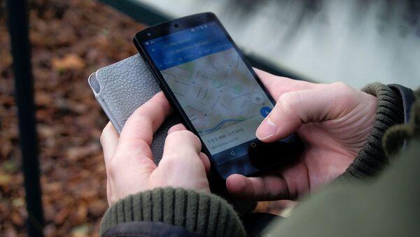 Un teléfono inteligente con el mapa - Sputnik Mundo