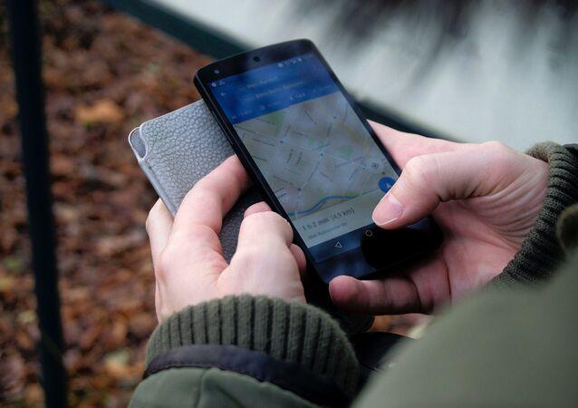 Un teléfono inteligente con el mapa