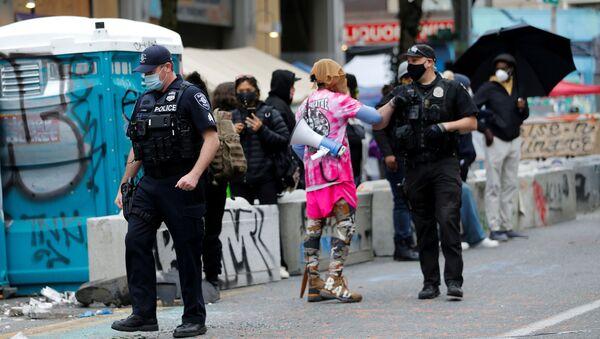 La Policía durante las protestas en Seattle, EEUU - Sputnik Mundo