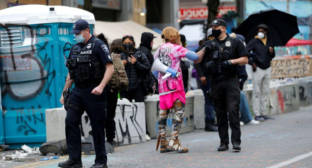 La Policía durante las protestas en Seattle, EEUU