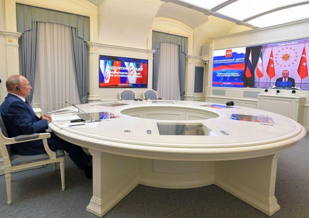 El presidente de Rusia, Vladímir Putin, y el presidente turco, Recep Tayyip Erdogan en la videoconferencia entre Rusia, Irán y Turquía sobre Siria