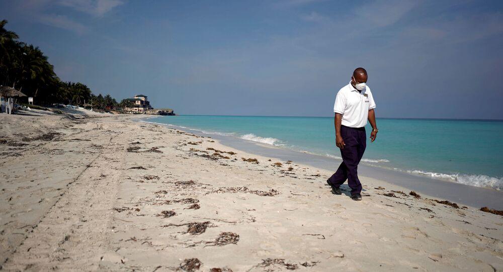 Abre Cuba sus instalaciones al turismo internacional