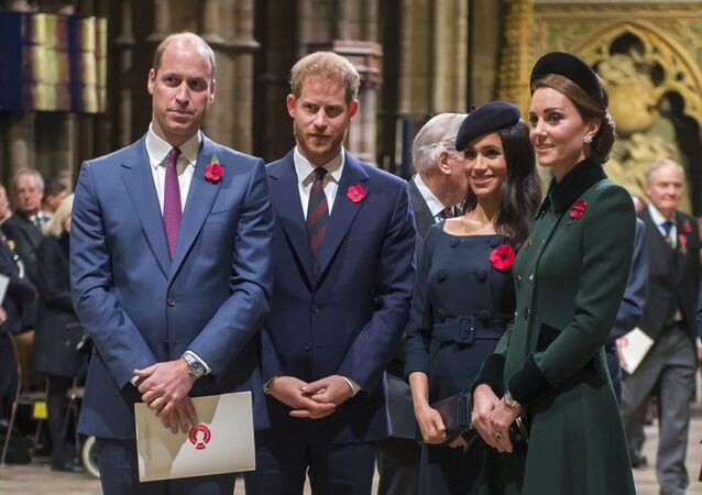 Los duques de Cambridge, William y Kate Middleton, junto a Harry y Meghan Markle (archivo)