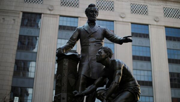 Una estatua de Abraham Lincoln en Boston - Sputnik Mundo