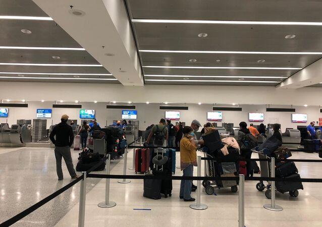 Paraguayos regresan a su país desde Miami