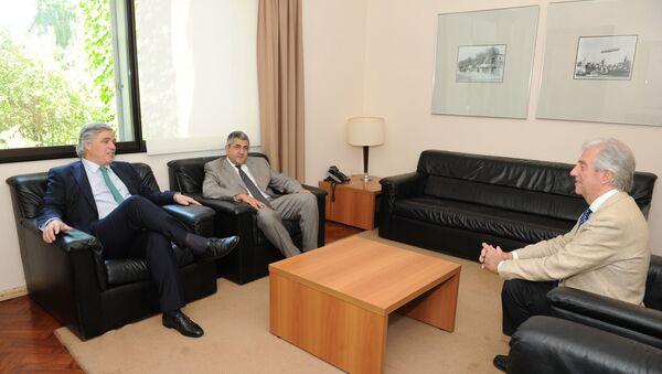 Francisco Bustillo, a la izquierda, durante una reunión con Tabaré Vázquez en 2018 - Sputnik Mundo