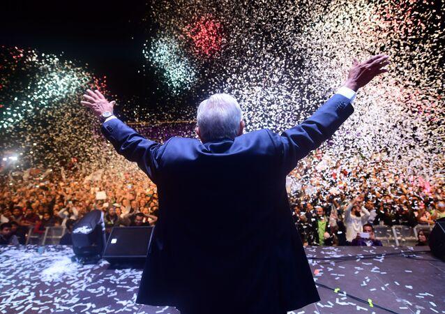 Andrés Manuel López Obrador celebra su triunfo en las elecciones presidenciales de 2018