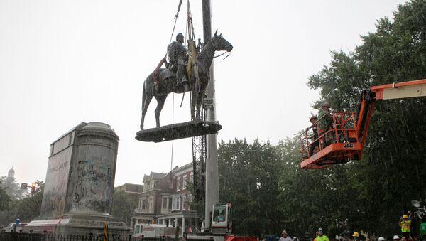 Retiro de los monumentos en Richmond - Sputnik Mundo