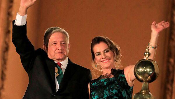 Andrés Manuel López Obrador, presidente de México, y su esposa, Beatriz Gutiérrez Müller (archivo) - Sputnik Mundo