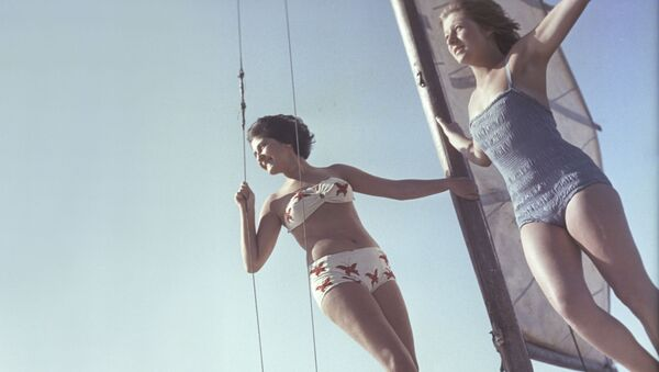 Así eran los bikinis que lucían las mujeres de la Unión Soviética   - Sputnik Mundo