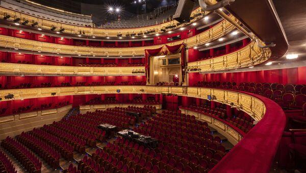 Vista del Teatro Real de Madrid, sin público, el pasado 12 de marzo - Sputnik Mundo