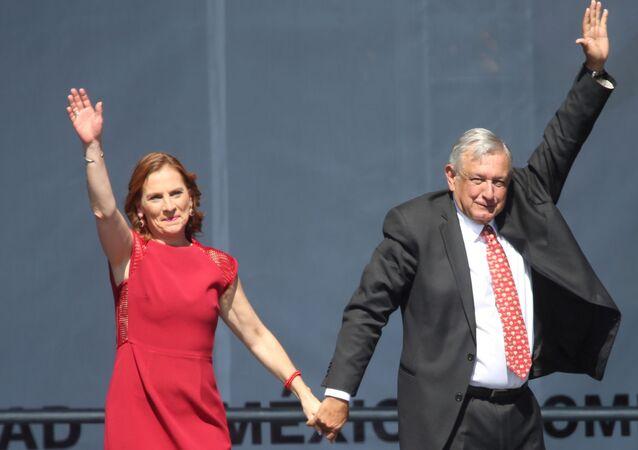 Escritora Beatriz Gutiérrez Müller con su esposo, el presidente de México, Andrés Manuel López Obrador