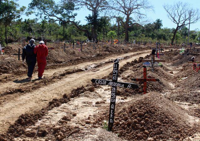 Cementerio de víctimas de COVID-19 en Trinidad, Bolivia