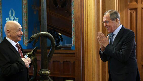 El ministro de Exteriores ruso, Serguéi Lavrov, y el presidente del Parlamento libio, Aguila Saleh - Sputnik Mundo