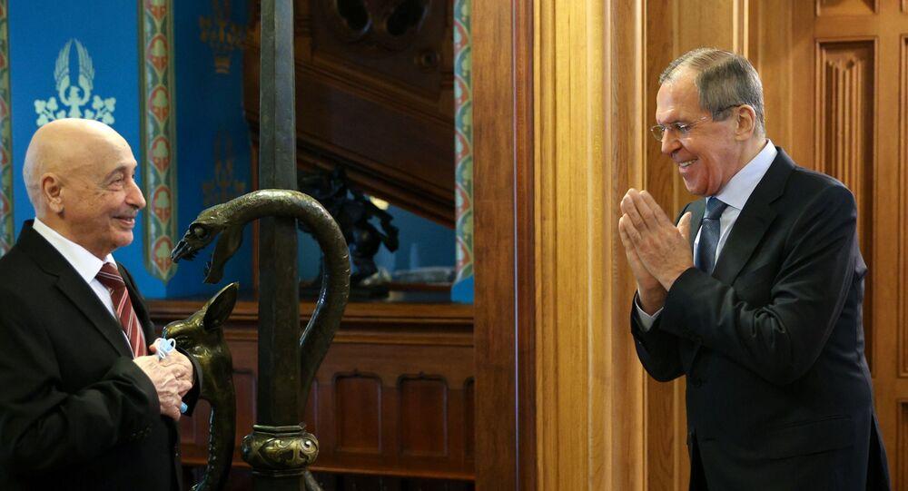 El ministro de Exteriores ruso, Serguéi Lavrov, y el presidente del Parlamento libio, Aguila Saleh