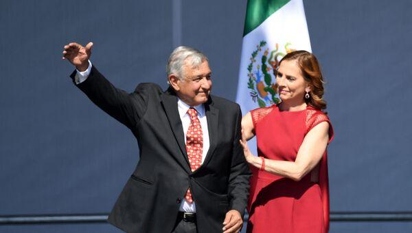 Beatriz Gutiérrez Müller con su esposo, el presidente de México, Andrés Manuel López Obrador - Sputnik Mundo