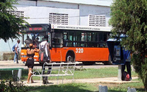 Un ómnibus en La Habana - Sputnik Mundo