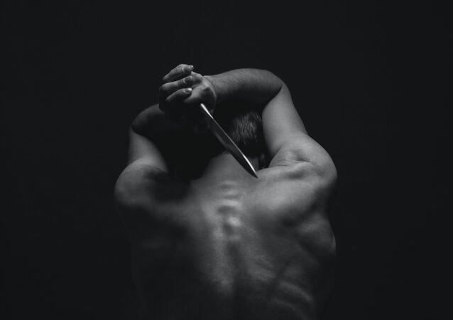Hombre con cuchillo (imagen referencial)