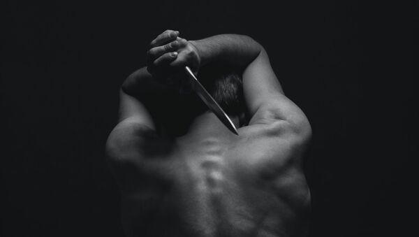 Hombre con cuchillo (imagen referencial) - Sputnik Mundo