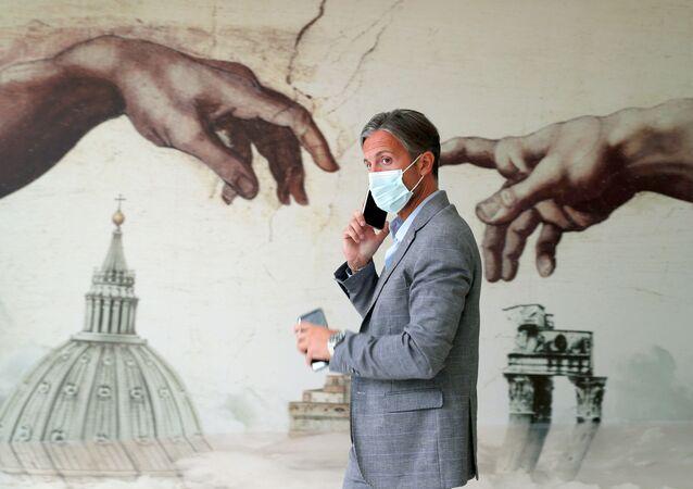 Un hombre en Roma