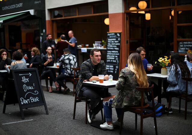 Un restaurante tras las restricciones por COVID-19 en Londres, Reino Unido